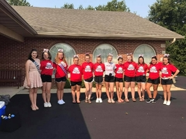WJHS CheerleadersTake Part In The Labor Day Parade