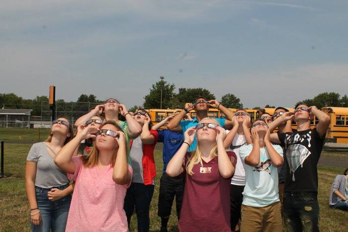 WHS Students Watch Eclipse