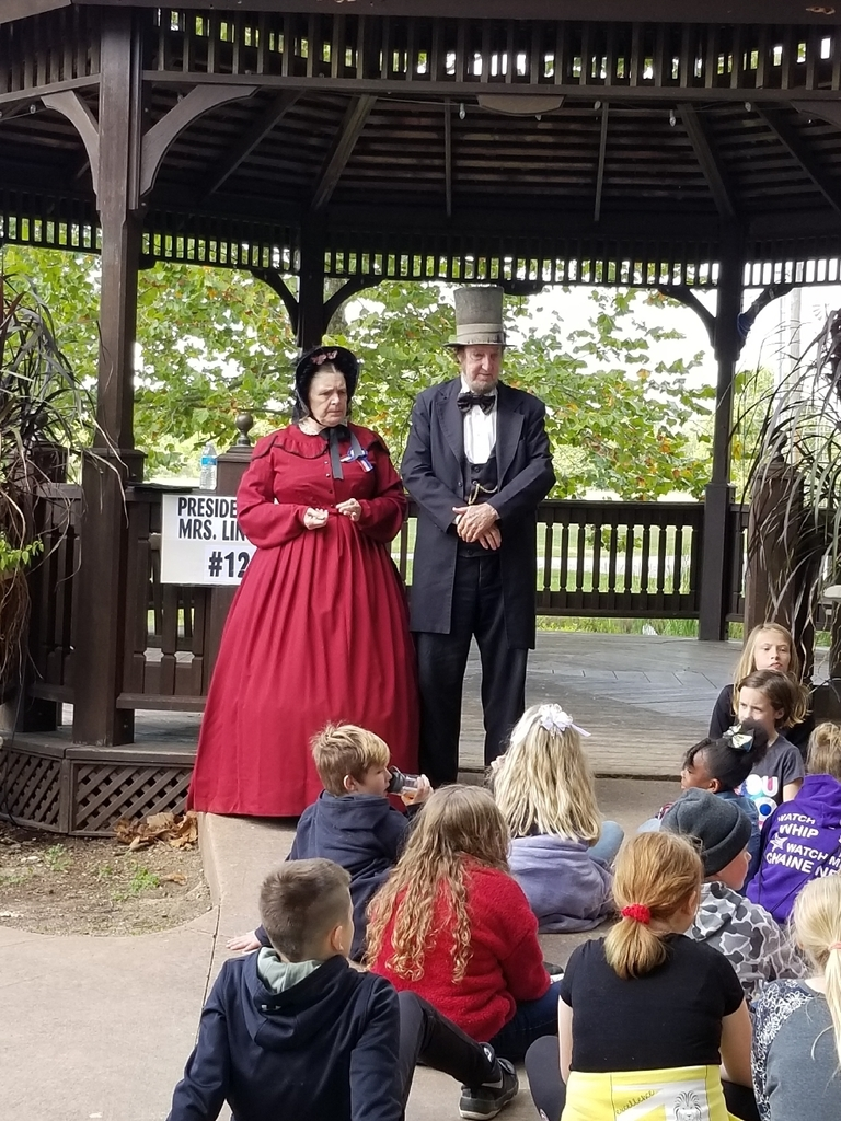 Mr. and Mrs. Lincoln answer questions.